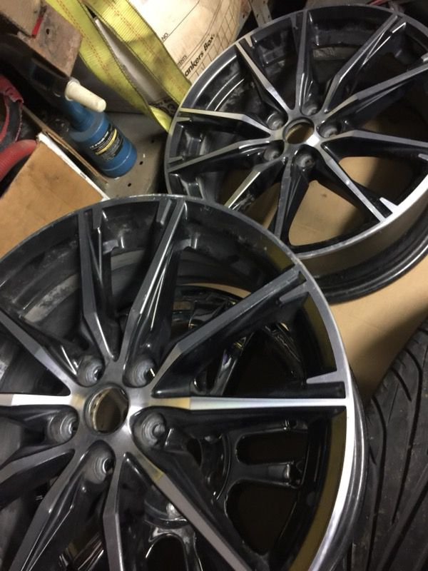 2 rims chrome white and black like brand new 17/8