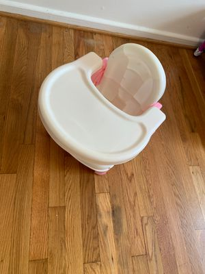 Toddler booster seat and tray for Sale in Wheaton-Glenmont, MD