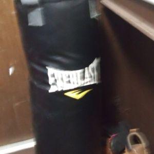 Un Saco De Boxeo for Sale in Westport, MA