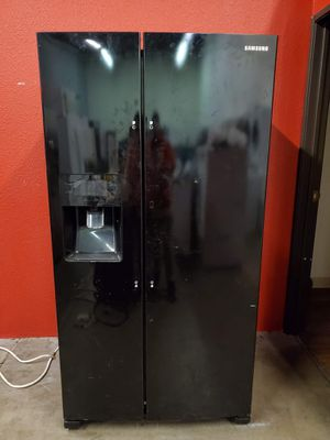 Samsumg black fridge good working conditions for $99 no handles but working good ice maker does not work but fridge and freezer working good for Sale in Denver, CO