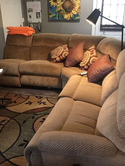 Double Electric Recliner Sectional for Sale in Graham,  WA
