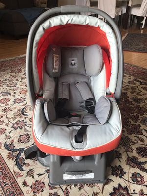 Perfect Peg-Perego car seat with base for Sale in Miami Beach, FL
