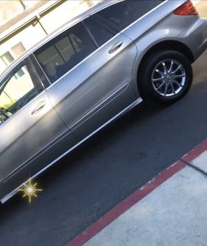 2006 Mercedes Benz r500 immaculate inside & out!!! for Sale in Union City, CA