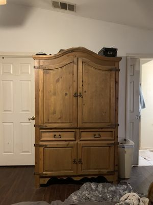 Custom TV stand / cabinet for Sale in Hesperia, CA