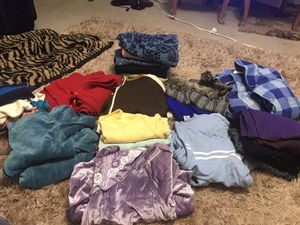 Women's clothes side large and XL for Sale in Pflugerville, TX