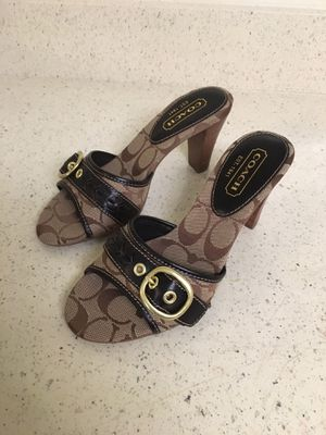Coach Women shoes size 5 1/2. ( Authentic) for Sale in Gaithersburg, MD