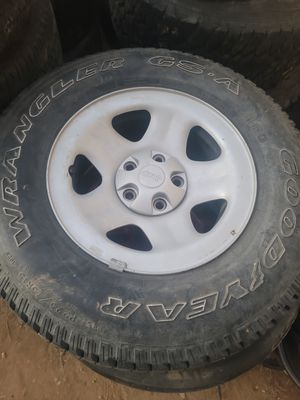 Free jeep wheels for Sale in Beaumont, CA