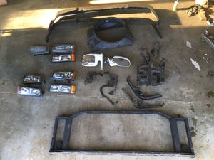 Chevy Silverado 1500 and 2500 HD parts. Front end and power mirrors for Sale in Lacey, WA