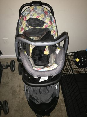 Car seat and stroller together for Sale in Washington, DC