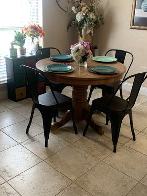 Small round kitchen table for Sale in Carrollton, TX