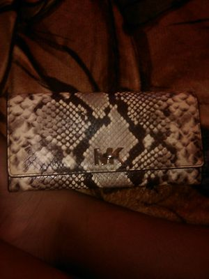 A Michael kors wallet not used brand new and its real for Sale in Miami, FL