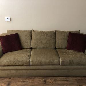 Pull Out Bed Couch for Sale in Los Angeles, CA