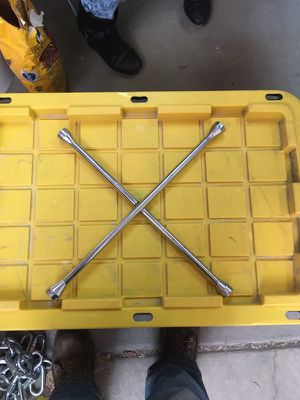 4 way lug wrench for Sale in Salt Lake City, UT