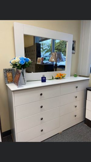 Compressed Wood Dresser 8 Drawer with Mirror for Sale in Chino, CA