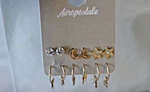Aeropostale ® Set of X6 Earings in Gold Color for Sale in Las Vegas, NV