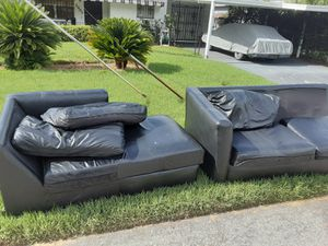 Black Leather Couch. FREE for Sale in Tampa, FL