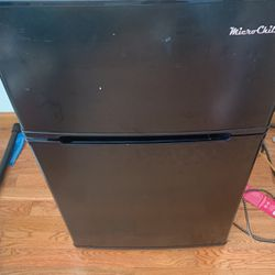 Mini Fridge With Attached Freezer And Microwave for Sale in Aurora,  IL