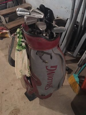 Golf bags and assorted clubs. for Sale in Philadelphia, PA