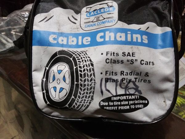Two cable chains for the snow