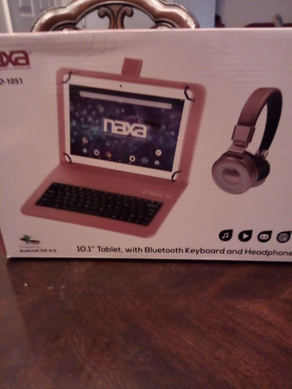 "Naxa, bluetooth keyboard and headphone.,10.1"""