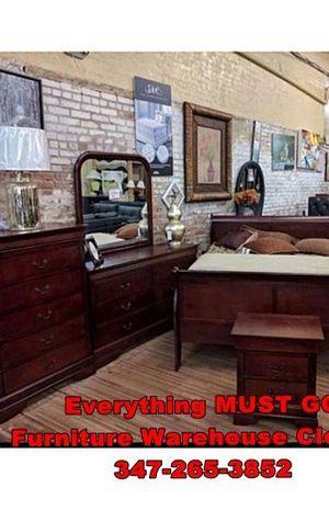 Brown bedroom set. Must Go for Sale in Queens, NY
