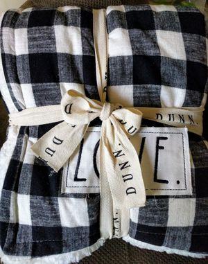 Rae Dunn Sherpa Blanket for Sale in Inglewood, CA