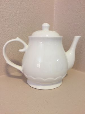 New! White Porcelain Tea Pot for Sale in Simi Valley, CA