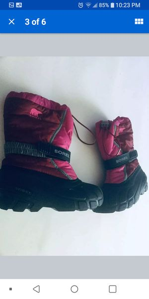 sorel 4 y snow boots for Sale in Romeoville, IL