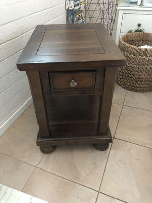 End table. for Sale in Phoenix, AZ