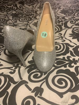 Michael Kors Women's high heels Size 8.5 Color Silver Pre Own Condition for Sale in Huntington Beach, CA