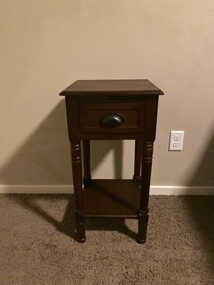 Brown end table for Sale in Renton, WA