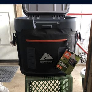 Ozark Trail Cooler for Sale in Phoenix, AZ