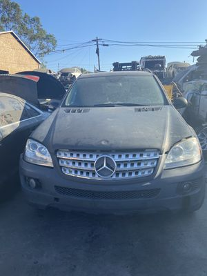 PARTING OUT 2008 MERCEDES ML350 AWD 3.5L 3.5 for Sale in Los Angeles, CA