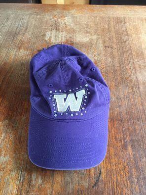 Washington Huskies pink Victoria women's hat $10 for Sale in Everett, WA