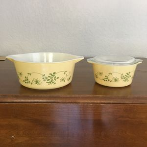 Pyrex bowls, Shenandoah design, 2 1/2 quart and 1 quart size with lid for Sale in Davie, FL