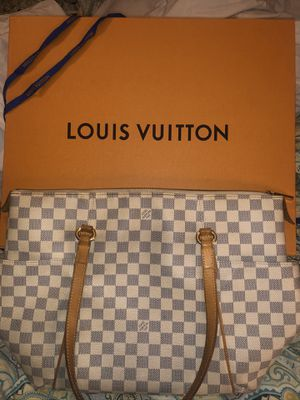 Louis Vuitton Totally MM bag for Sale in Upton, MA