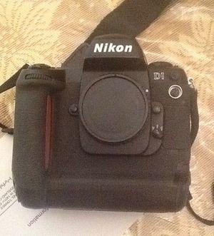 Nikon D1 digital camera for Sale in Cleveland, OH