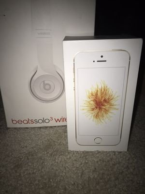 Beats solo wireless and iPhone se bundle for Sale in Reynoldsburg, OH