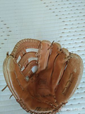 13 inches Mizuno Max Flex baseball glove. for Sale in Pompano Beach, FL