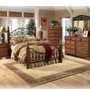 Queen Bedroom Set - Early American Country Style for Sale in Edgewood, WA