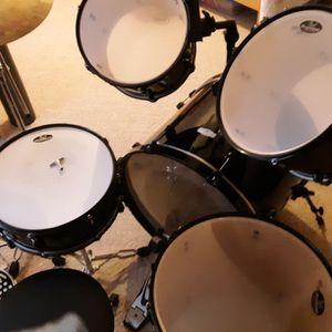 Pearl Forum Drum Set With Cymbals for Sale in Middletown, CT