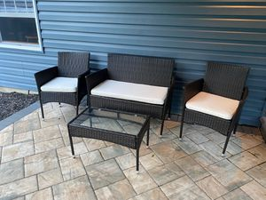 Outdoor wicker patio set, 4 pieces n cushions for Sale in Medford, NJ