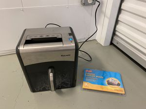 Staples Mailmate Tabletop Shredder - w/ Lubricant Sheets for Sale in North Wales, PA