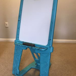 Crayola Easel Dry erase board and chalkboard for Sale in Tampa, FL