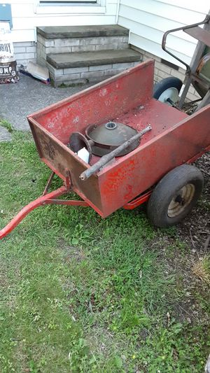 Lowe's lawn tractor trailer great condition has tailgate tires are pumped up ready to go for Sale in Beachwood, OH