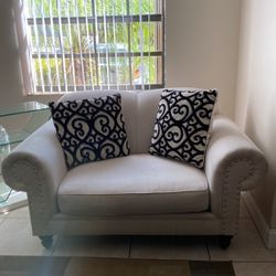 2 Love Seat Sofas whit Cushions for Sale in Miami,  FL