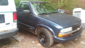 2003 chevy s10 for Sale in Cambridge, OH