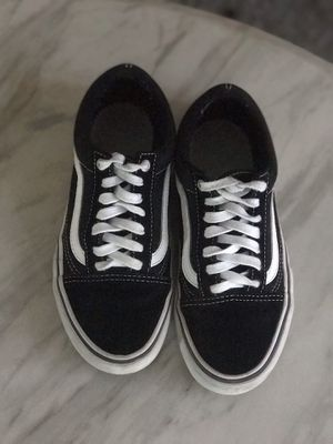 Vans Old Skool (Black/White) for Sale in Providence, RI
