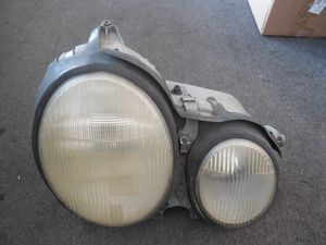 2000 TO 2002 MERCEDES E320 RIGHT PASSENGER SIDE HEADLIGHTS OEM for Sale in Sacramento, CA