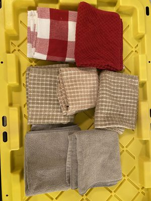 Kitchen towels - Set of 7 available. Different colors. for Sale in Alameda, CA